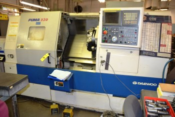 1998 Daewoo CNC Lathe with Space Saver 2003 S/N 201340 Model Puma 230