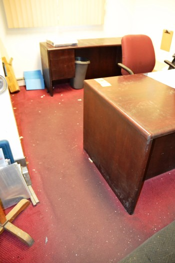 LOT - Desk/Credensa/Chair