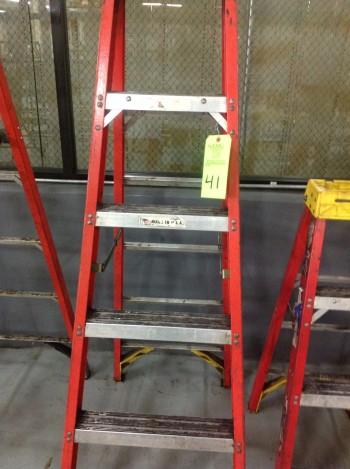 Lot of (5) various sized A-Frame Fiberglass Ladders