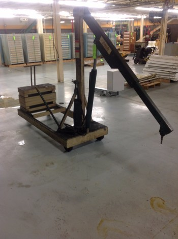Beech Portable Crane, Hydraulic Lift w/ Counterbalance weights, 2,000LB Max Cap.