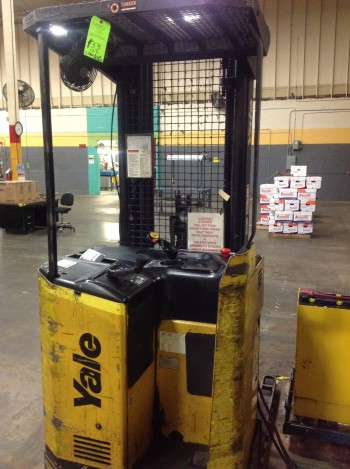 4000 lbs Yale electric stand up fork Truck