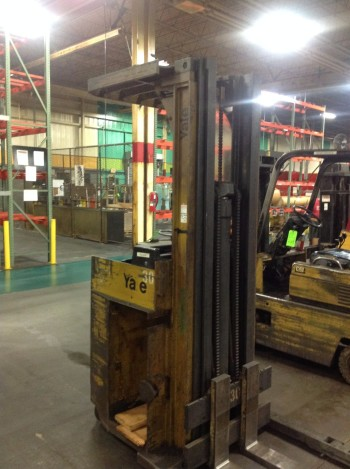 Yale 4000 lb Stand up ride electrick lift