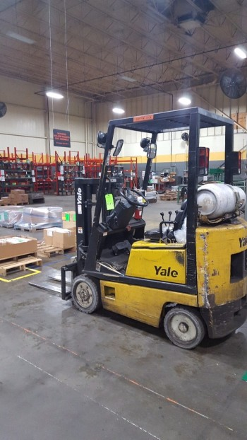 3000 lbs Yale Fork Lift truck .
