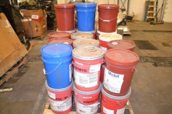 LOT OF GREASE AND HYDRAULIC OIL