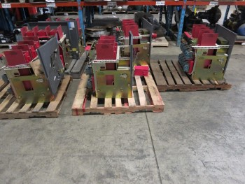 5 PALLETS OF CUTLER-HAMMER DS840 4000A BREAKER