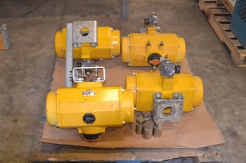 LOT OF 4 EMERSON FIELDQ QS0950.U04STACW PNEUMATIC ACTUATORS