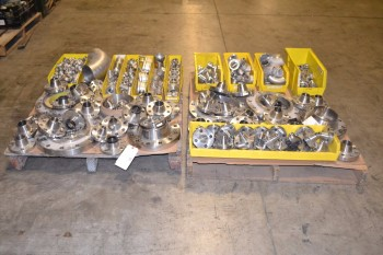 2 PALLETS OF ASSORTED STAINLESS PIPE FITTINGS AND FLANGES, BUTTWELD