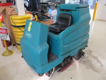 TENNANT FLOOR CLEANER, MODEL# 7100 W/ CHARGER