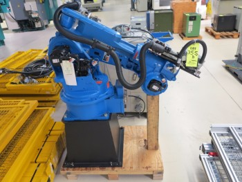 YASKAWA MOTOMAN ROBOT S1V186-1-1, W/WIRE SCREEN SURROUNDS