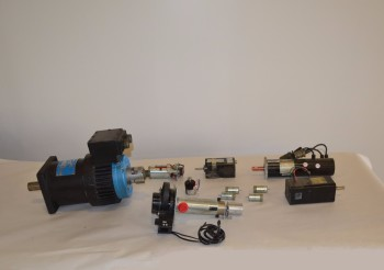 LOT OF ASSORTED SERVO MOTORS