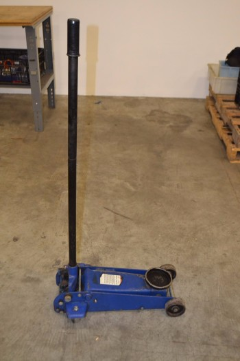 WESTWARD 3ZC67 2 1/2 TON HYDRAULIC GARAGE JACK