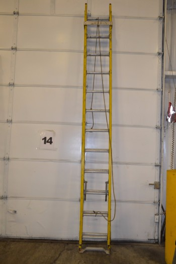 FEATHERLITE EXTENSION LADDER