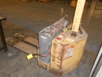 Hyster Model W60XL Walk Behind Lift 6000lbs, Electric, Needs Battery, 12v