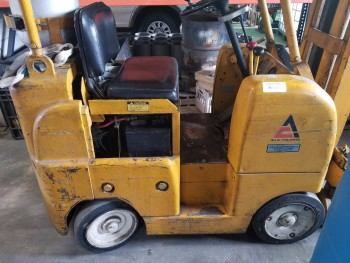 Allis-Chalmers 3000 Lb Fork lift