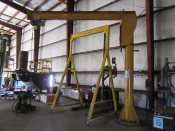 3/4 TON FLOOR MOUNTED JIB CRANE WITH COFFING 1 TON POWER CHAIN HOIST, (BACK BUILDING)