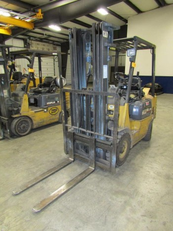 CAT GP15 Fork Lift