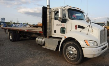 KENWORTH (2010) T370 FLATBED SINGLE AXLE TRUCK