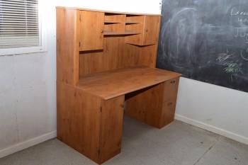 Computer Desk w/Upper Hutch