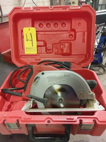 Milwaukee Circular Saw W/Case