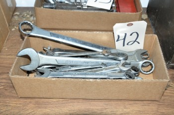Lot-Wrenches in (1) Box