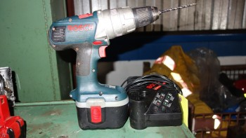 BOSCH BRUTE TOUGH 24V CORDLESS DRILL W/ CHARGER