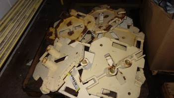 PALLET OF ASSORTED STEEL MOUNTING BRACKETS