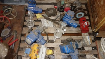 1 PALLET OF ASSORTED STAINLESS CONTROL VALVES, BALL, BUTTERFLY, KITZ, NAQIP, ABZ