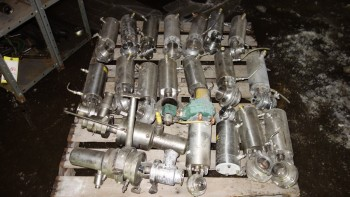 PALLET OF ASSORTED STAINLESS SANITARY BUTTERFLY VALVES, WAUKESHA