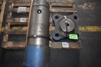 (2) Pallets of Hydraulic Cylinders lot