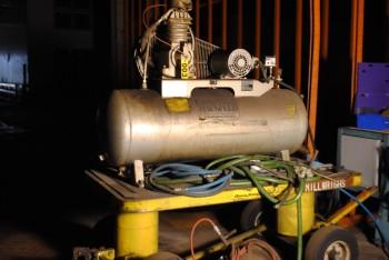 Cambell Hausfeld Compressor, mdl TF430821H, 200 psi, Temp 450 F