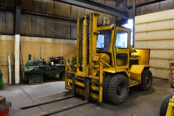 14,000 LBS Roanoke Hustler Yard Fork Lift