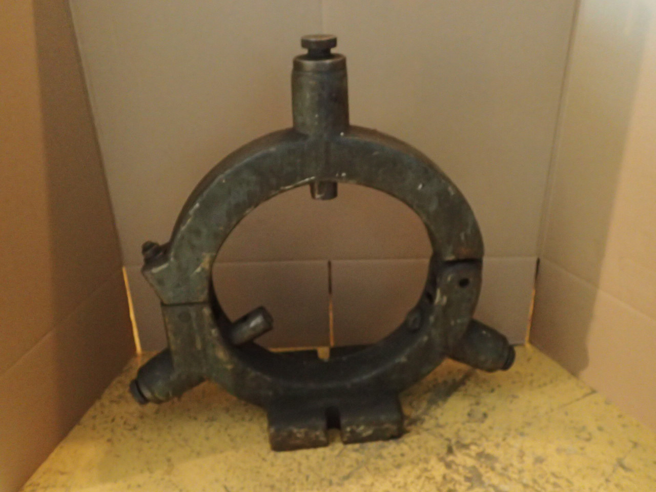 """24"""" Lathe Roller Steady Rest: 16"""" Capacity, 9"""" Center Vee to Outside Base, Used"""