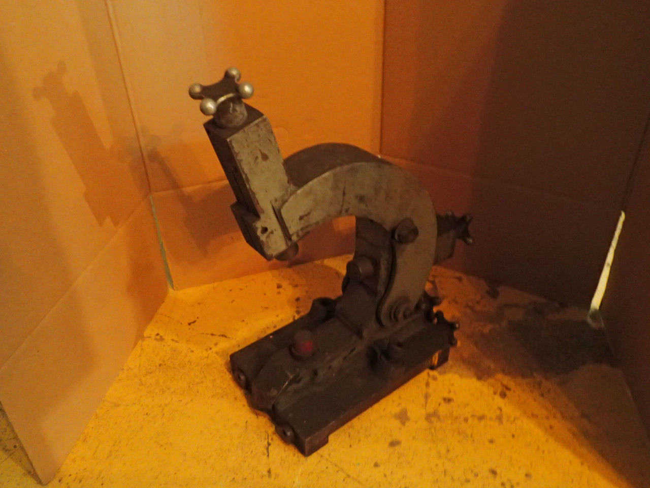 """20"""" Lathe Follow Follower Rest: 3-Point, 9"""" Capacity, Used in Good Condition"""